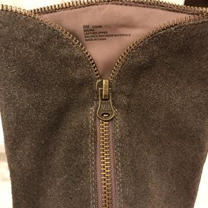 Mia Shoes - 💰⬇️Sz 8 Mia Suede Gray zip knee high wedge boots